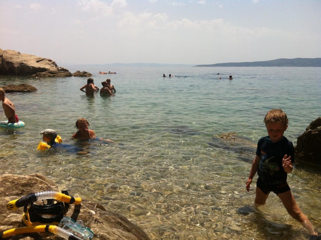 Kristallin kirkaissa vesissä kelpaa snorklailla Makarskan rivieralla