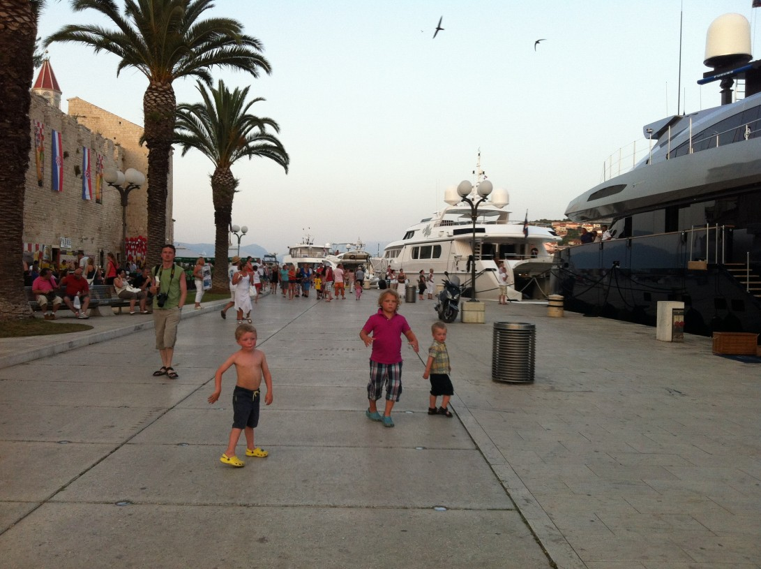 Trogirin kävelykeskusta sopii seikkailuun lasten kanssa