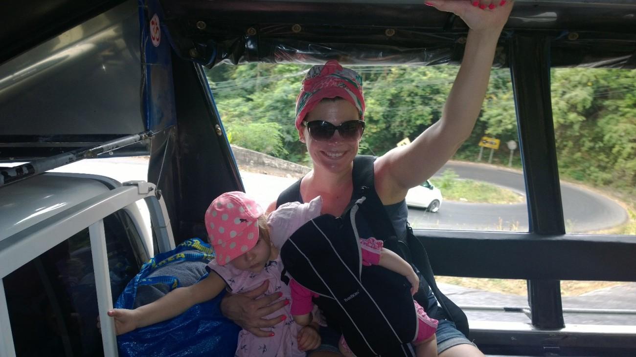 Liikuminen Thaimaassa vatii kylmäpäisyyttä ja rintareppu on oiva apu