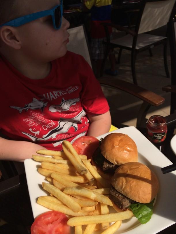 Lasten ruokalistalla oli herkullisia hampurilaisia