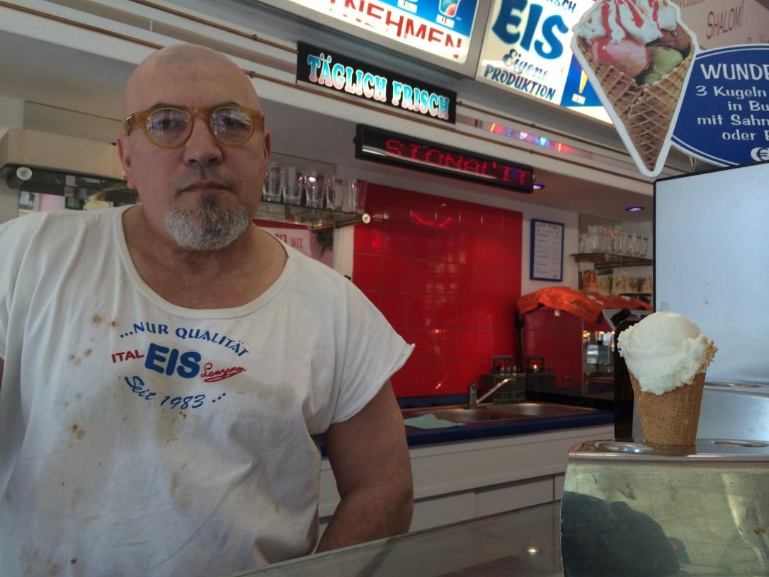 Jäätelötehtaassa pääsee kurkistamaan jäätelönteon saloihin