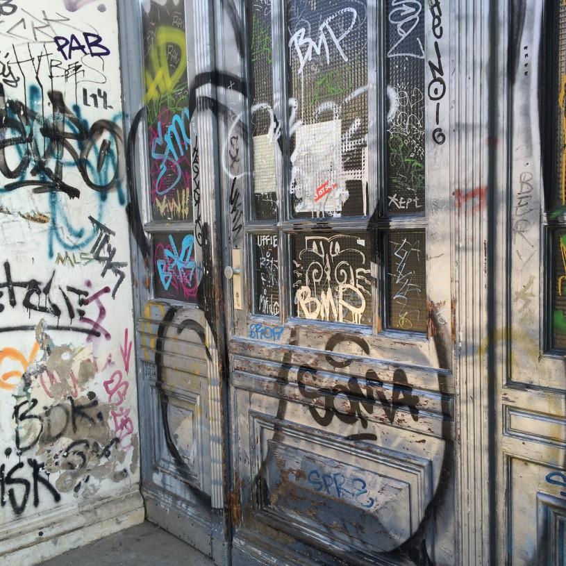 Kreuzbergin kaupunginosan rosoisuus hurmaa ja herättää kysymyksiä