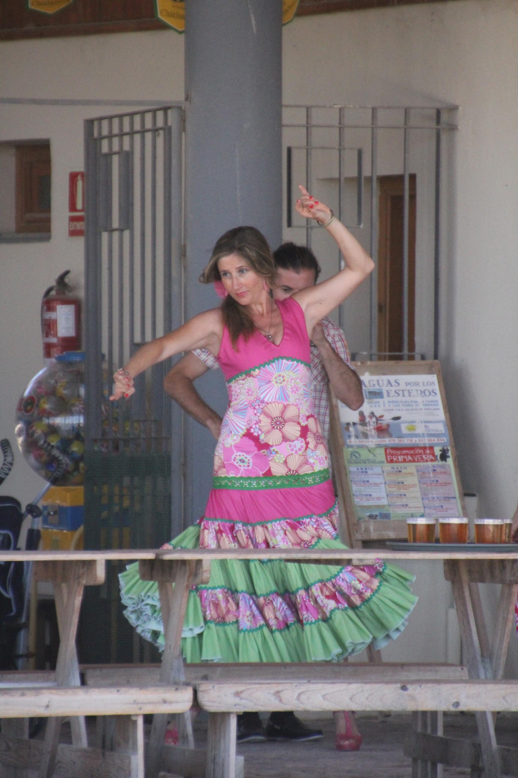 Chiclanan Ferialla lähes kaikki pukeutuvat lauantaina juhla-asuihin.