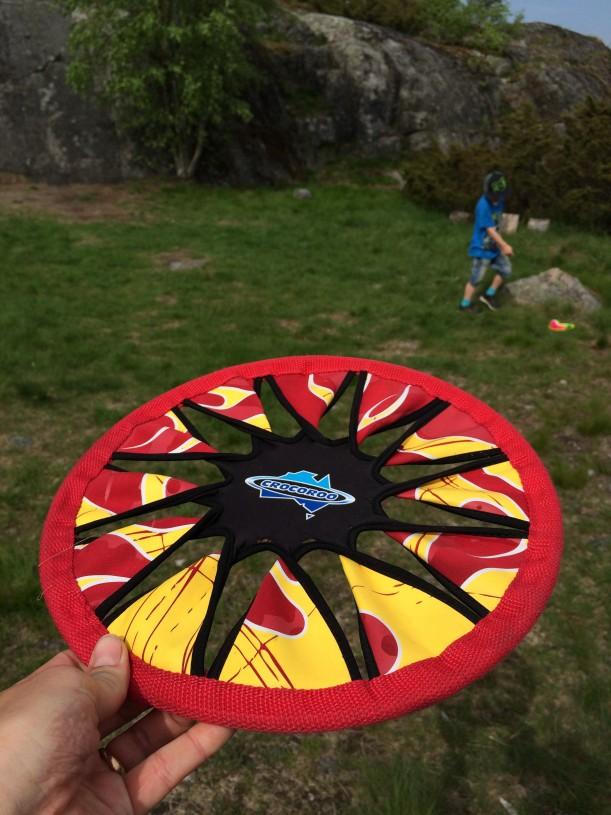Tämä pehmeä frisbee oli helppo saada kiinni ja pieninkin sai sen heitettyä maaliin
