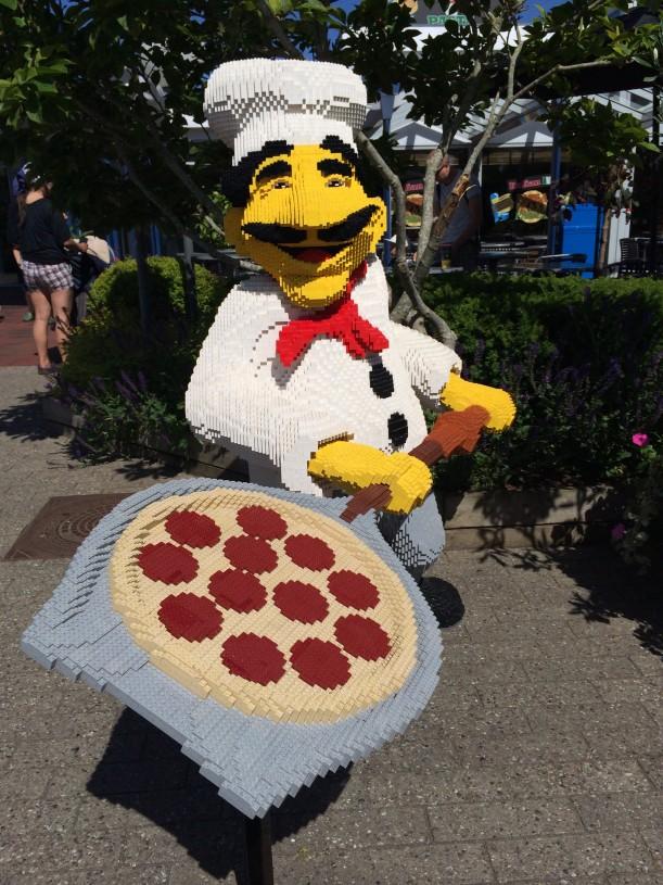 Ensimmäisenä päivänä herkuttelimme lounasaikaan pizzalla