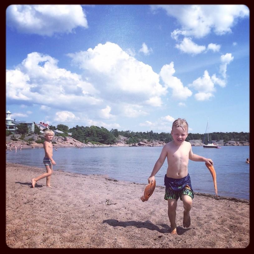 Hangon Regatta-ranta tarjosi heinäkuussakin kirkasvetisen uimapaikan vesipedoille.