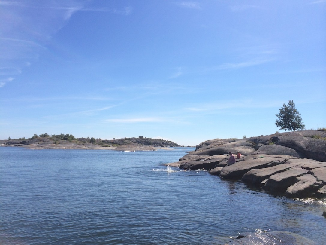 Näille Bengtskärin majakan läheisille ulkoluodoille teimme yhden kesän ihanimmista uintiretkistä