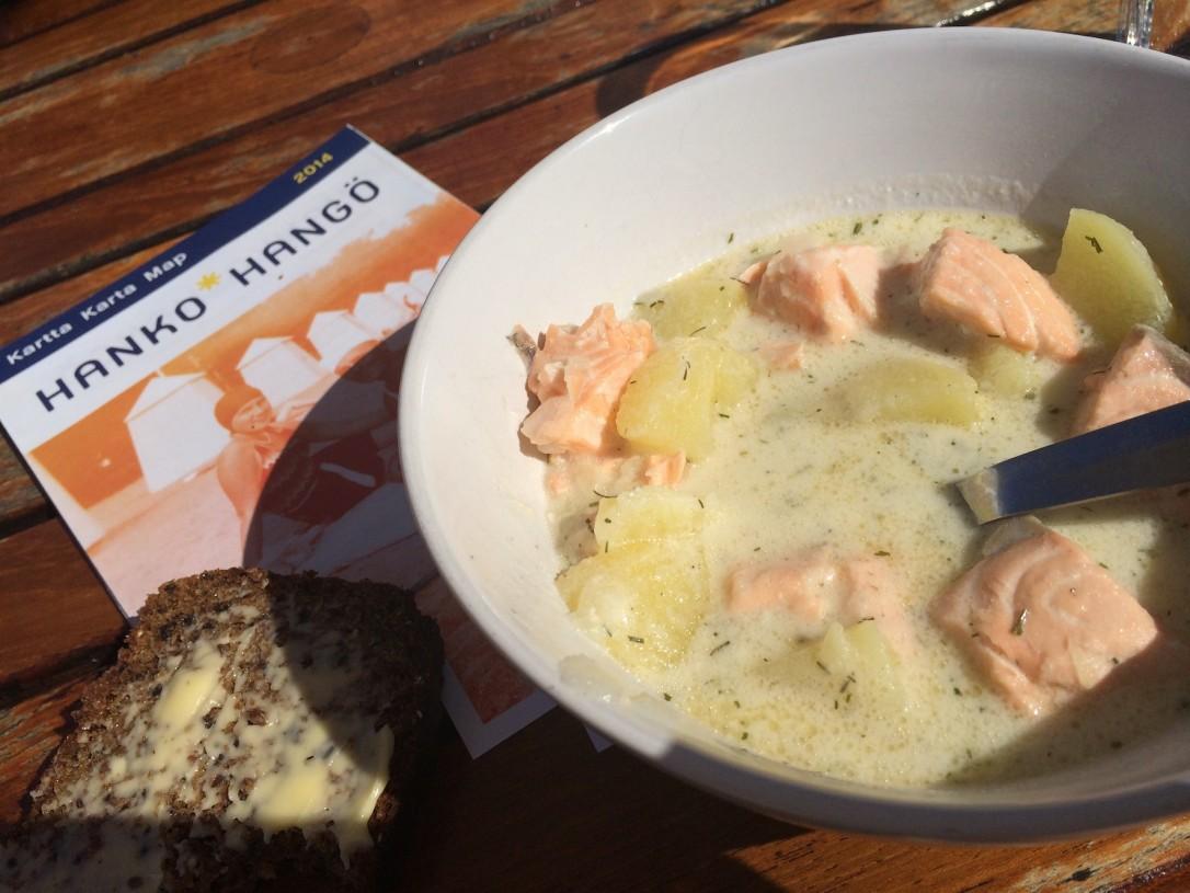 Ravintola Brygganin kalakeitto maistui tuoreen saaristolaisleivän kera