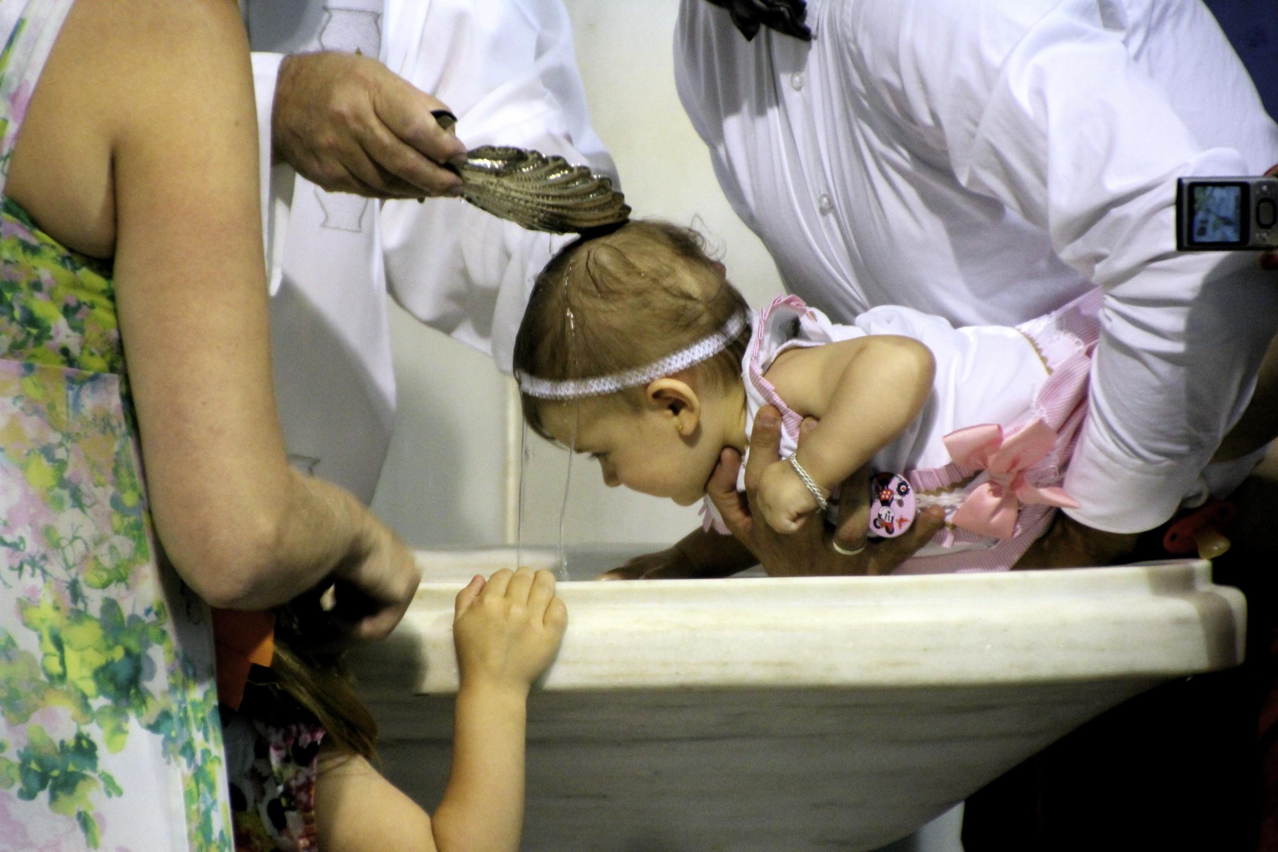 Kastevesi on tuotu israelilaisesta pyhästä virrasta.