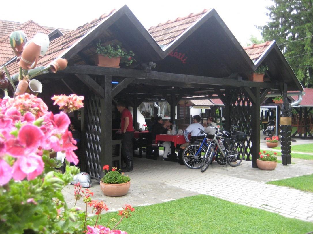 Ravintola Muscatli kokoaa ulkoilijat ja matkailijat saman katon alle