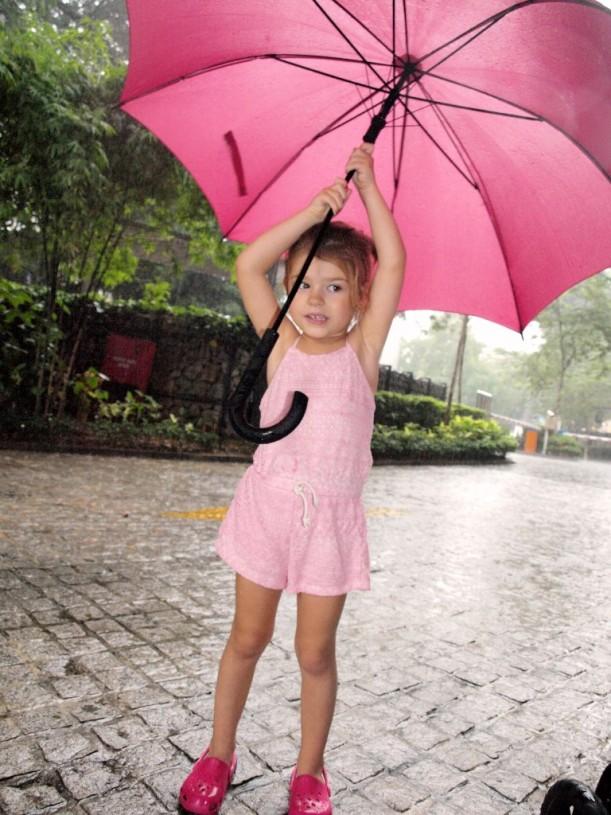 Trooppinen sadekuuro yllättää ainakin kerran päivässä.