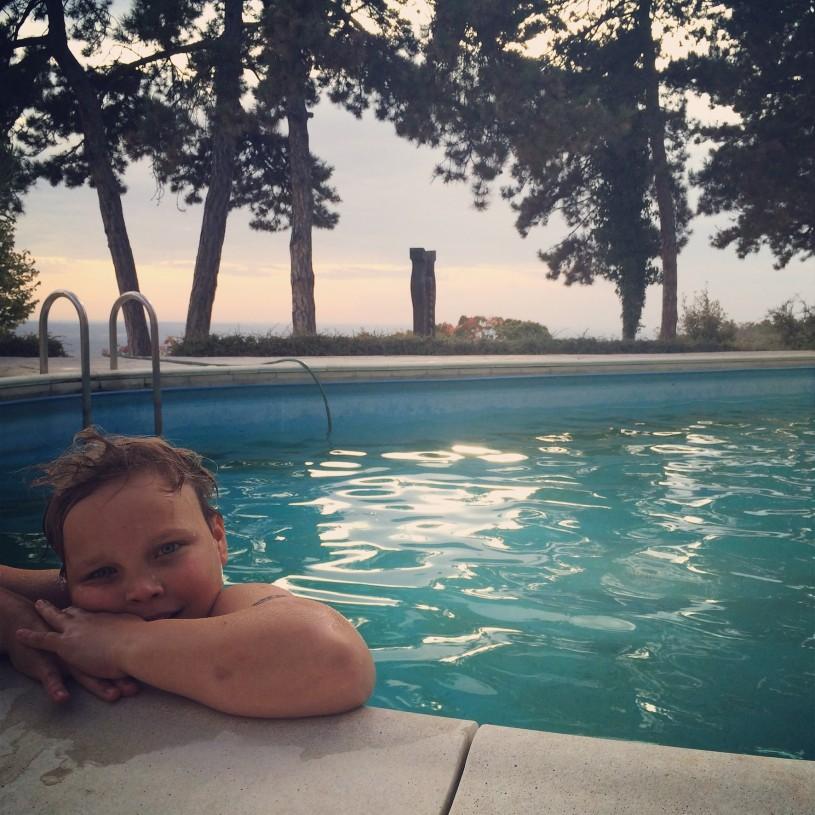 Kikelet hotellin uima-allas maisemineen kuuluu matkamme vakiokohteisiin.
