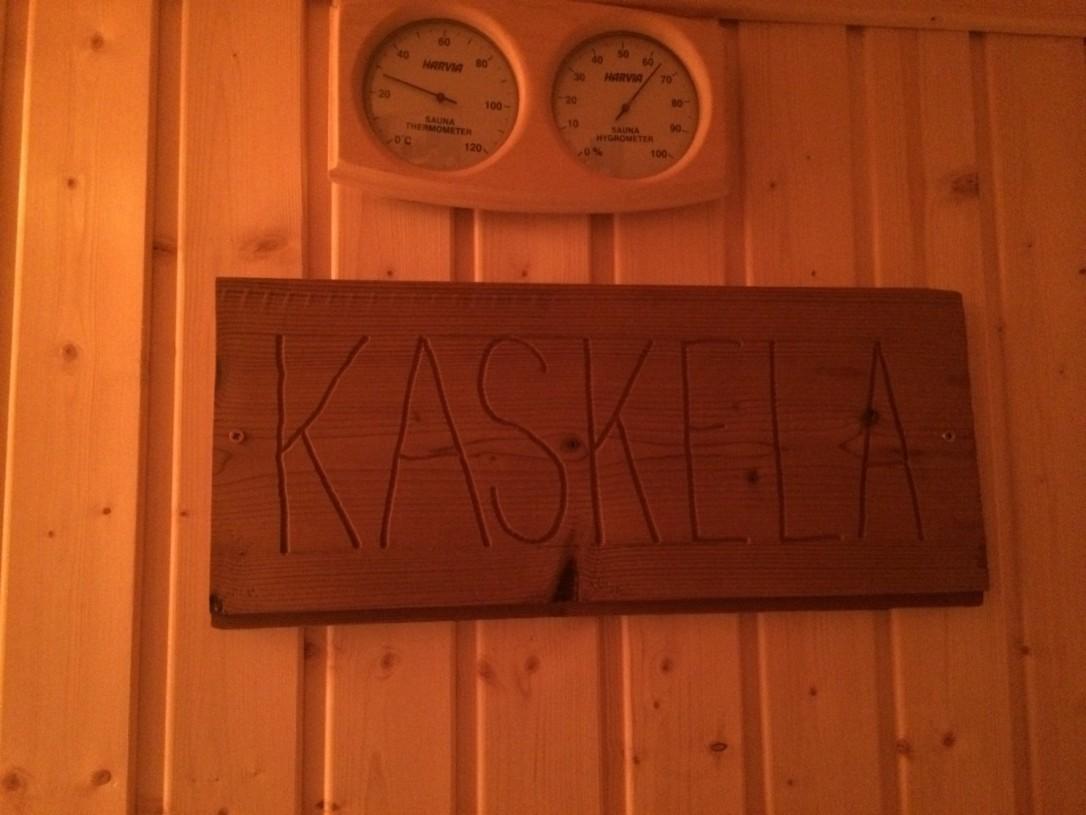 Vihimme käyttöön ystäviemme suomalaisen saunan, jonka nimeksi oli annettu Kaskela, meidän mökkimme mukaan.