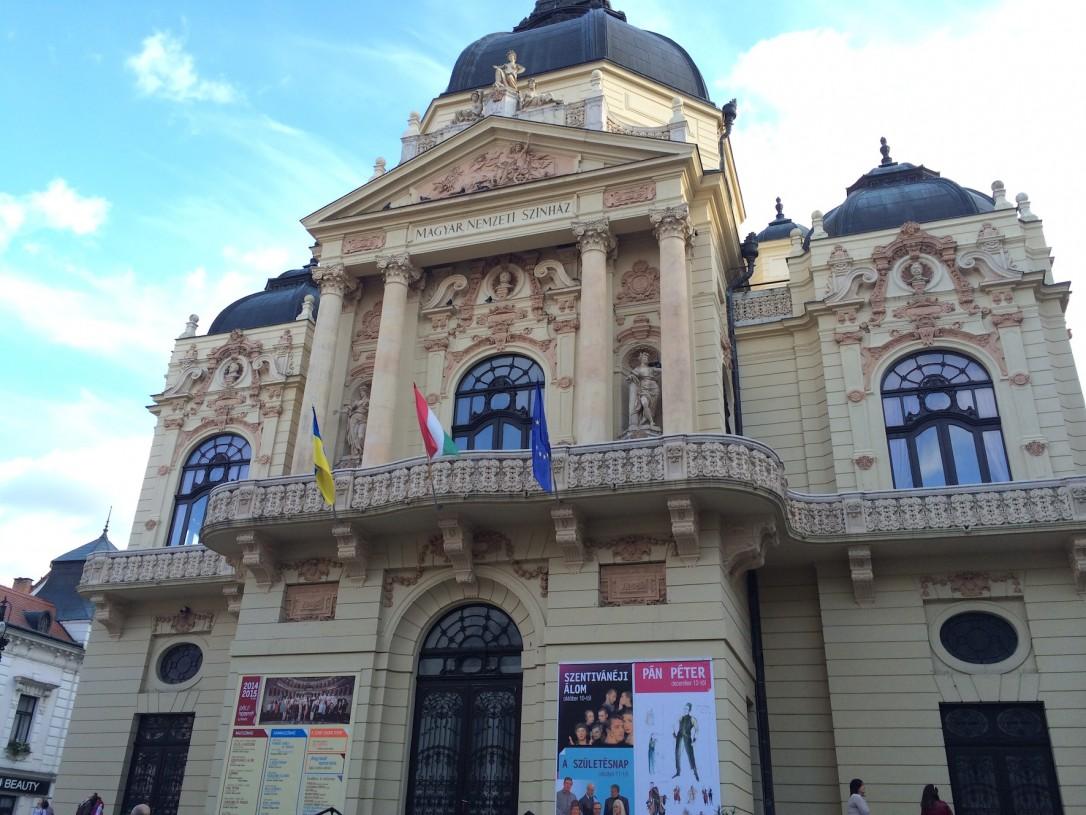 Ystävämme työskentelee Pécsin kansallisteatterissa.