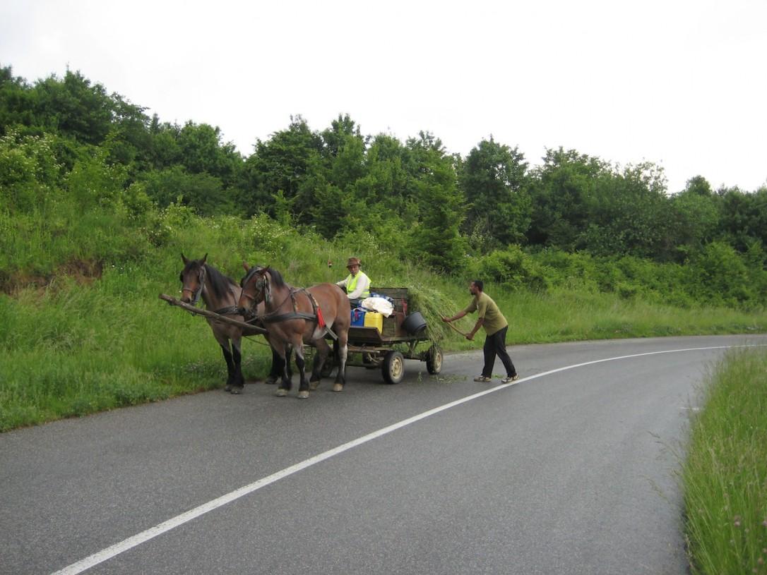Unkarissa töitä tehdään monin paikoin vielä hevosten ja kärryjen kanssa.