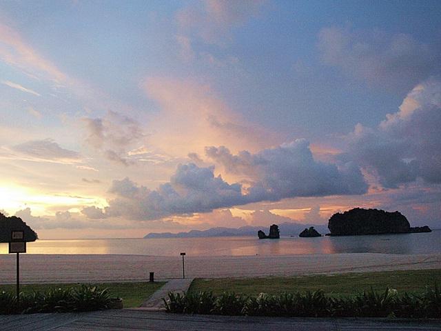 Auringonlasku Tanjung Rhu