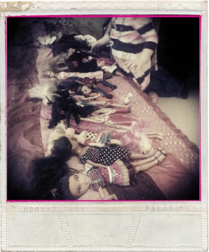 Makuuhuoneessa oli menossa Barbie-leikit.