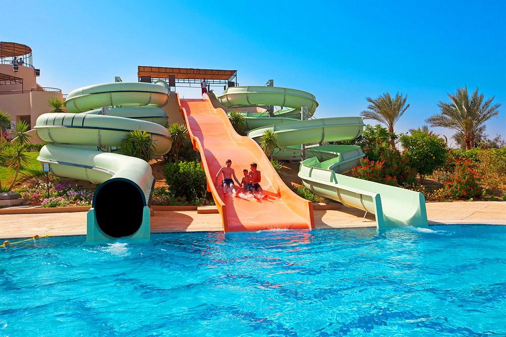 Ainakin tämän kuvan perusteella uskallan toivoa, että altaisiin saa hyppiä. Kuva:  Finnmatkat