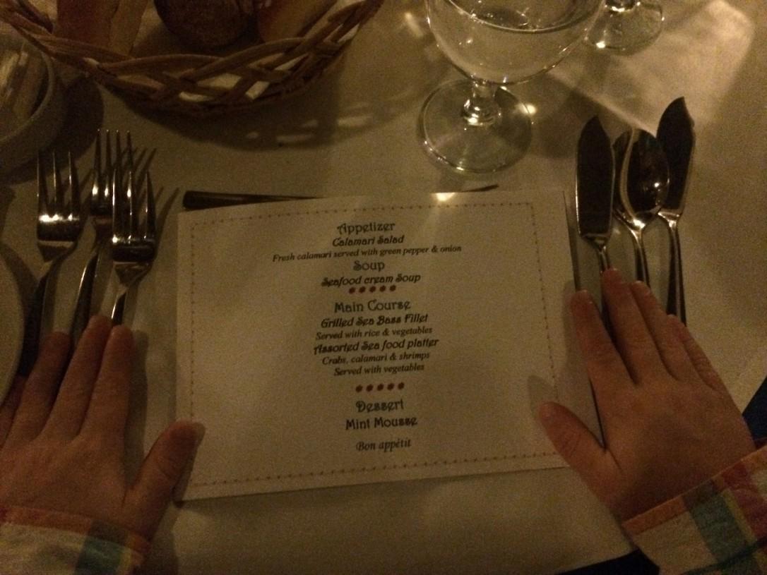 Illallinen ala carte -ravintolassa oli samalla kurkistus tapakulttuureihin.