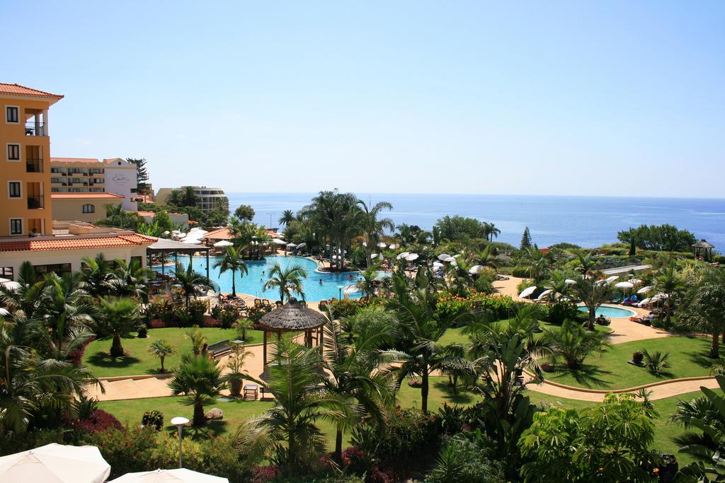 Hotellimme Porto Mare sijaitsee Funchalin keskustan kupeessa meren rannalla. Kuva: Porto Bay Hotels