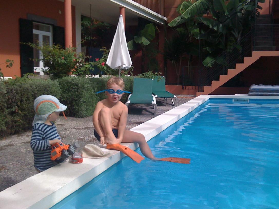 Edellisellä matkallamme nautimme elämästä oman lomatalomme uima-altaalla.