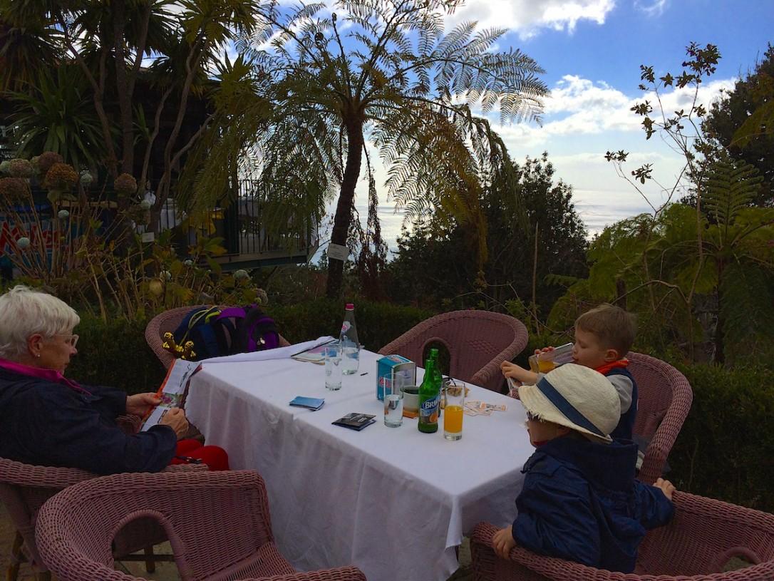 Ihastuttava lounaspaikka Tea Room sijaitsee Monten puiston yläpuolella