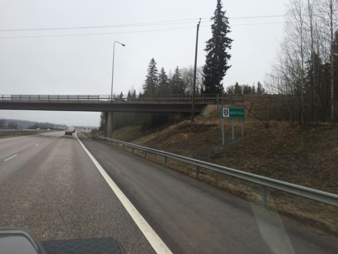 Helsingistä lähtiessämme on täysi kevät - talvesta ei ole enää tietoakaan.
