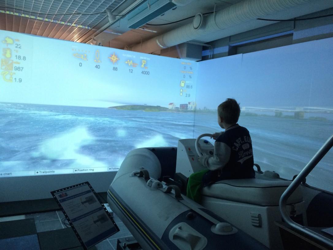 Poikani mielestä hauskinta oli ajaa kumveneellä Oulun edustalla.