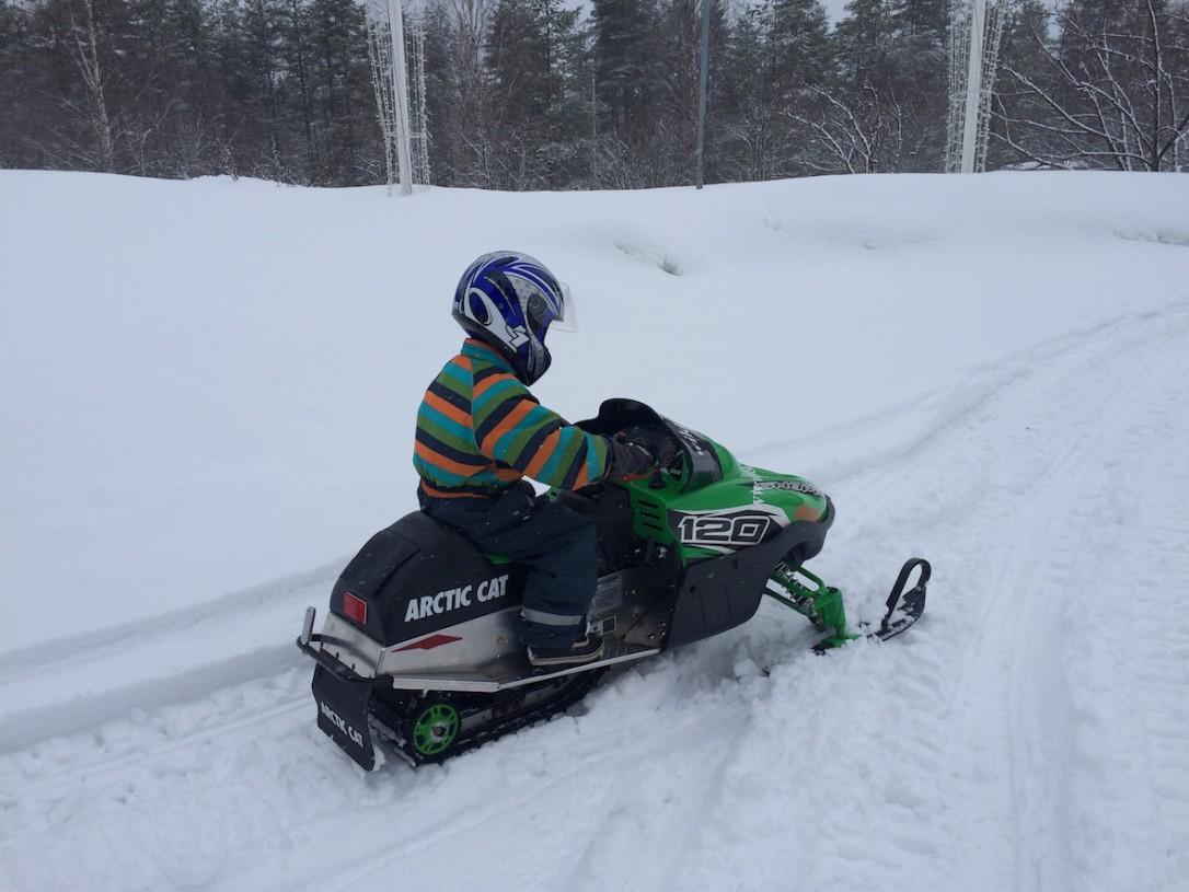 Poikani mielestä parasta oli tietysti ajelu minimoottorikelkalla.