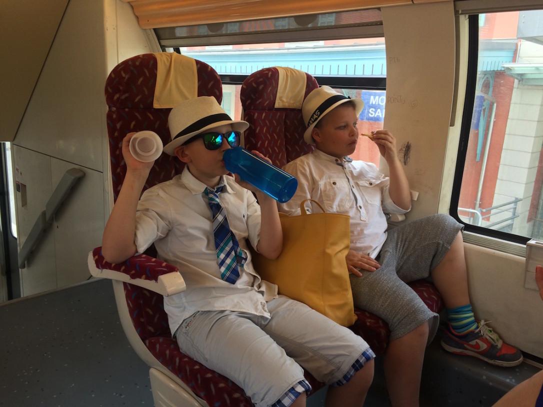 Ajoimme autolla Grassen asemalle, josta matkustimme junalla Cannesiin (ehdottomasti miellyttävin tapa saapua kaupunkiin tapahtuman aikaan).
