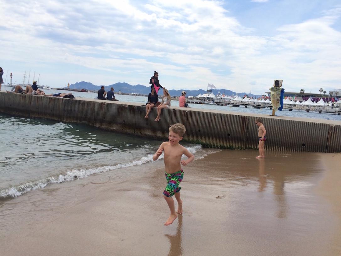 Juoksentelu hiekkaralla ja polskuttelu Välimeressä oli tervetullutta vaihtelua kaupunkipäivään