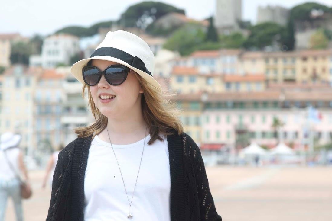 Ranskassa ihanat hatut kuuluvat kesälookiin kaikilla.