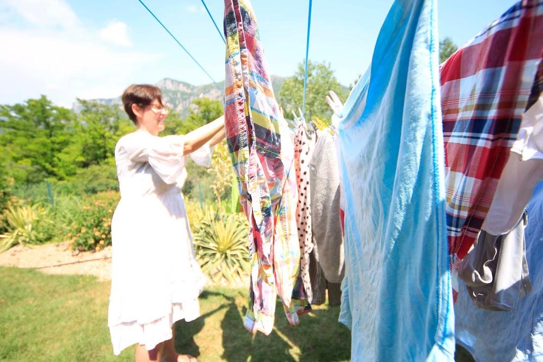 Pyykin ripustaminen kauniilla pihallamme oli suoranainen nautinto