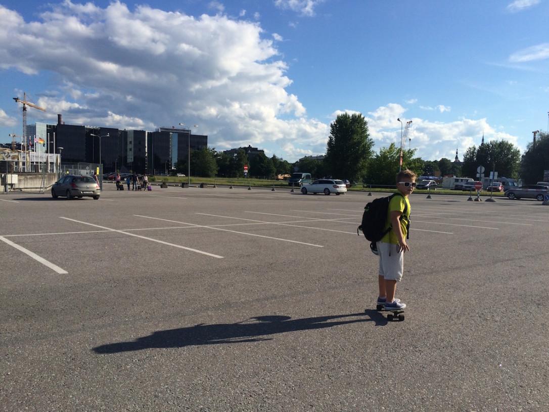 Tallinnan satamasta on lyhyt kävelymatka keskustan hotelleihin.