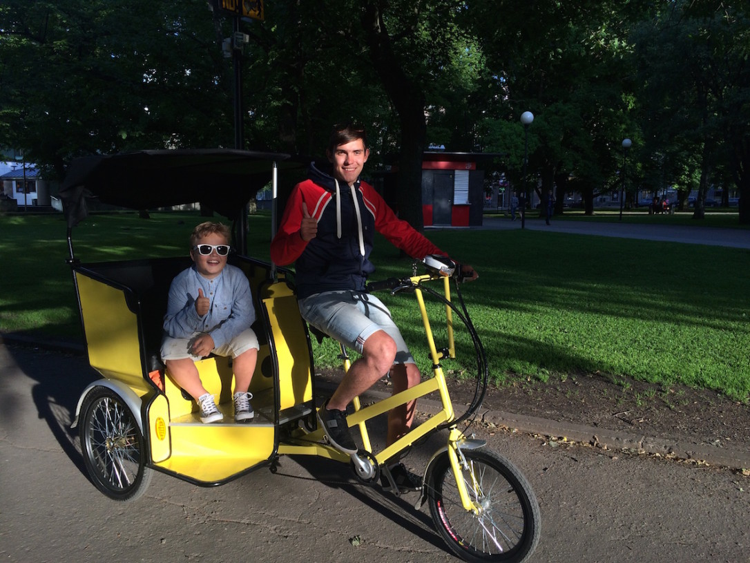 Tallinnalaisnuoret työllistävät itsensä kesällä polkupyörätakseina. Milloinkohan Helsingissä?