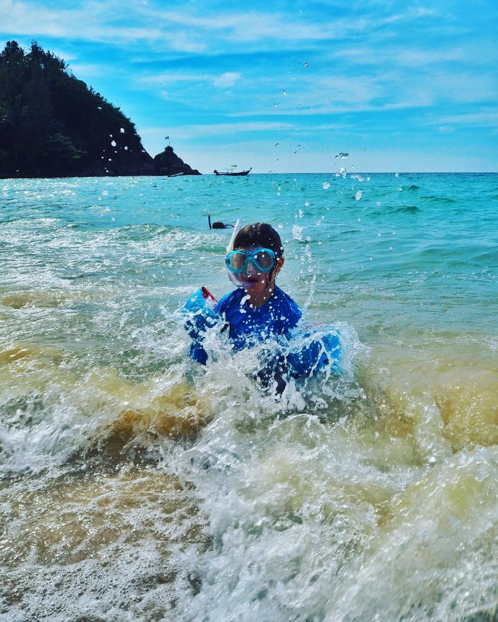Phuket on täynnä erilaisia rantoja. Me vietimme viisi päivää saarella ja rankkasimme näiden kokemustenmukaan Phuketin paras ranta lasten kanssa -listauksen.